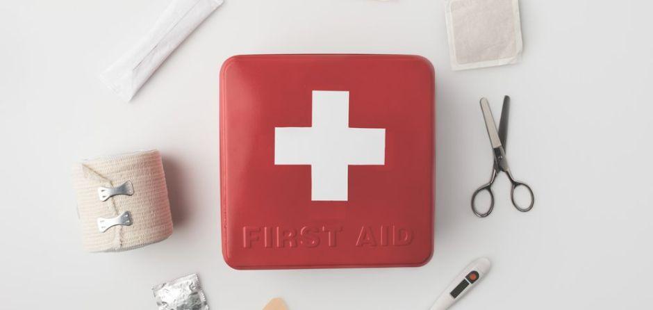 5 productos indispensables que debes tener en tu botiquín de primeros auxilios