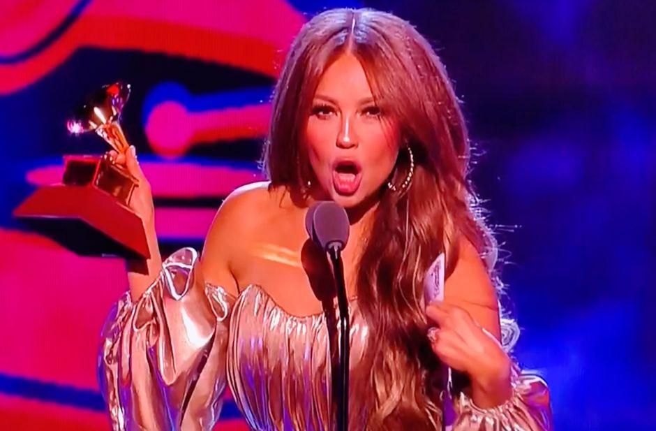 Abuchean a Thalía en los Latin Grammys por culpa de Luis Miguel
