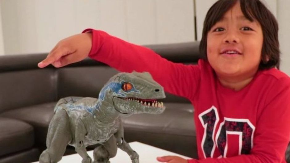 """Ryan ToysReview, el niño de 8 años que ya es el """"youtuber"""" mejor pagado del mundo con $22 millones"""
