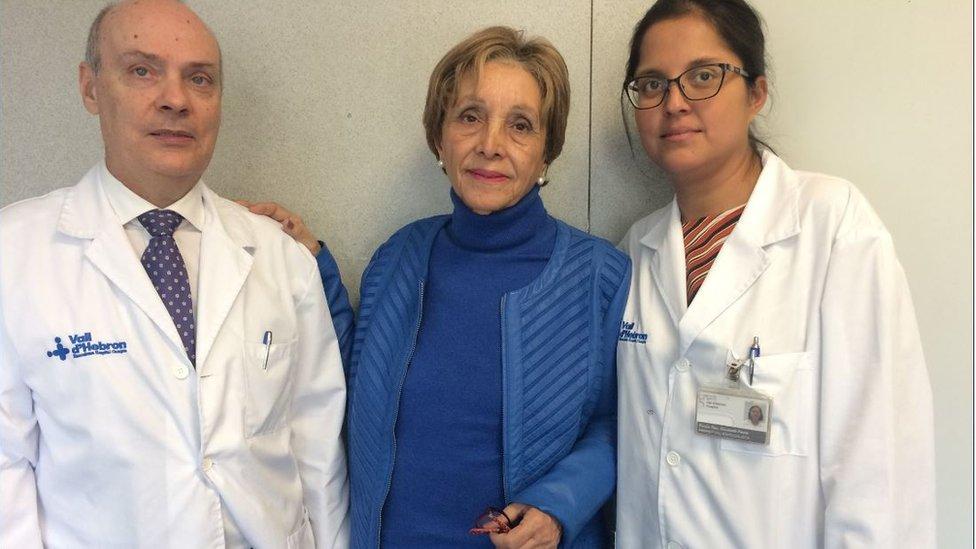 María José del Valle (c) ha sido operada de cáncer de páncreas en Barcelona.