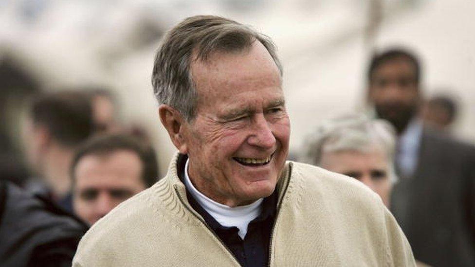 George HW Bush mantuvo su identidad secreta durante diez años.