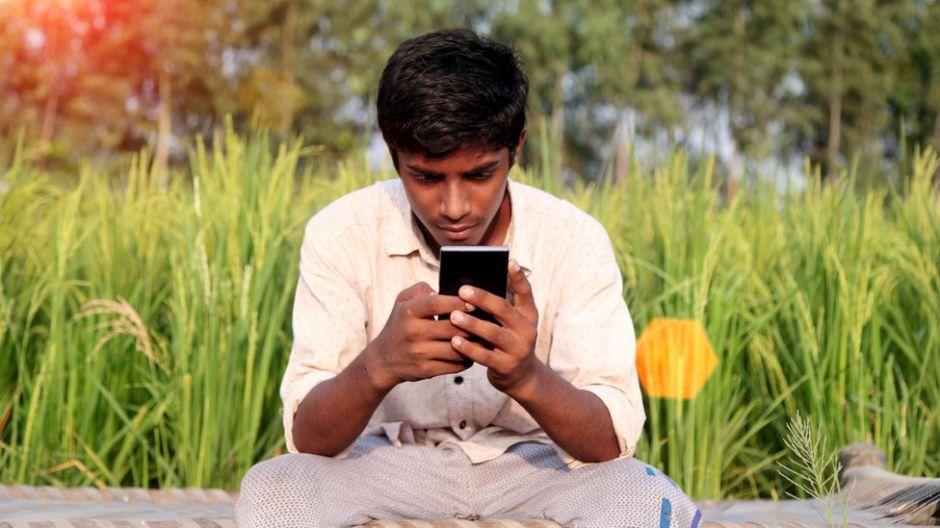 Cómo los celulares distorsionan la visión de los jóvenes sobre el sexo en India