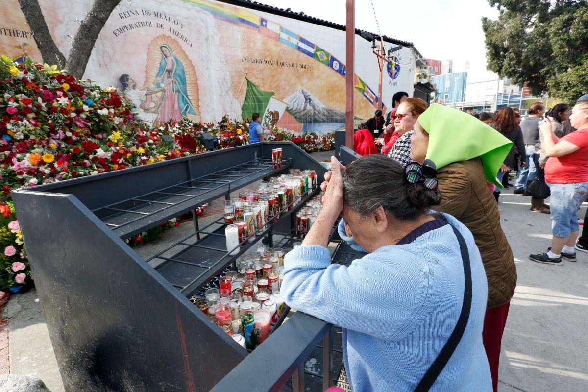 Los fieles suelen asistir a la iglesia que se ubica en la Placita Olvera. / foto: Aurelia Ventura.