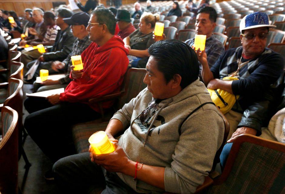 Honran con vigilia a indigente fallecidos en Los Ángeles