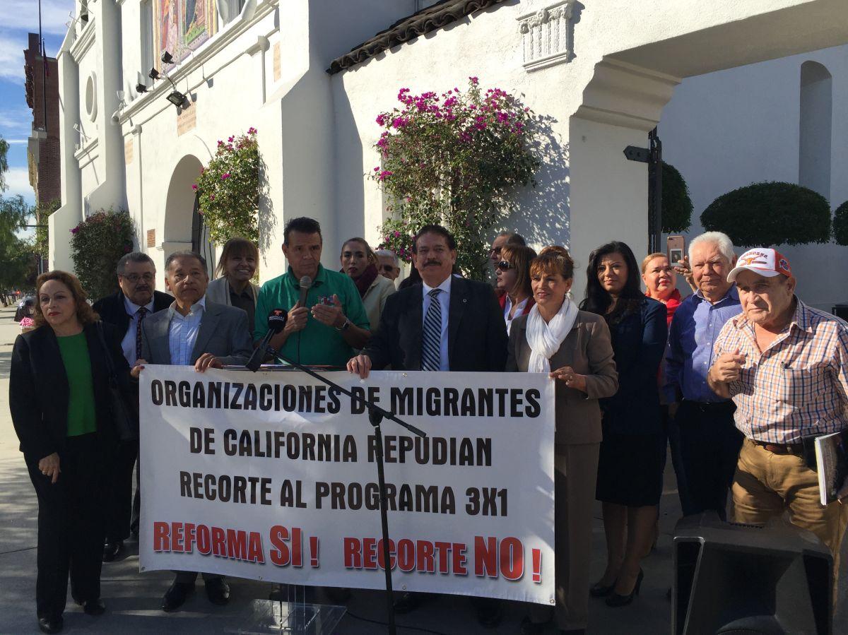 Líderes de la comunidad migrante mexicana en Los Ángeles alzaron sus voces para exigir al gobierno mexicano que el programa 3x1 siga pero reformado para que dé más acceso y sea más transparente. (Araceli Martínez/La Opinión).