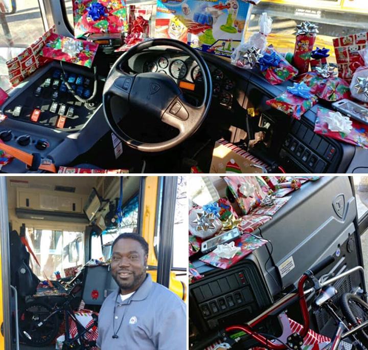 Conductor de autobús regala juguetes a los niños.