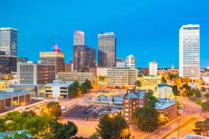Una ciudad de Oklahoma paga $10,000 si te mudas ahí y trabajas desde casa