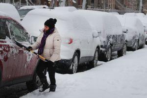 Clima salvaje: Rescates de inundaciones en el sur, fuertes nevadas en el medio oeste