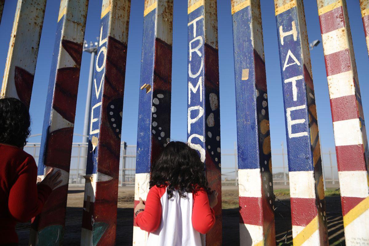 El libro también habla como la militarización de la frontera ya se normalizó entre la gente (Archivo)