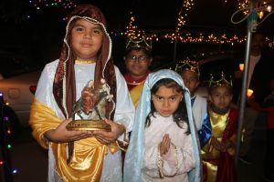 Mexicanos mantienen vive la tradición de las posadas en el Este de Los Ángeles