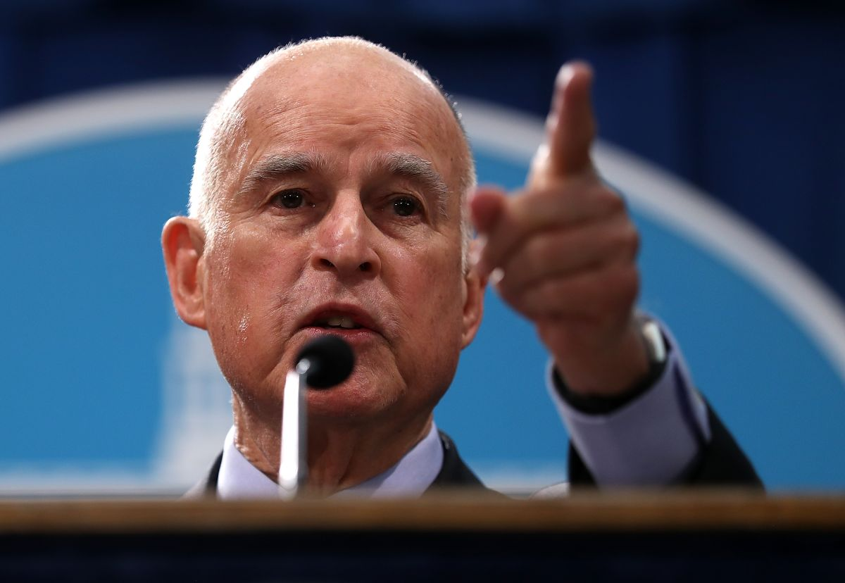 El Gobernador de California Jerry Brown finaliza su mandato con un 51% de aprobación según encuesta del Instituto de Política Pública de California.