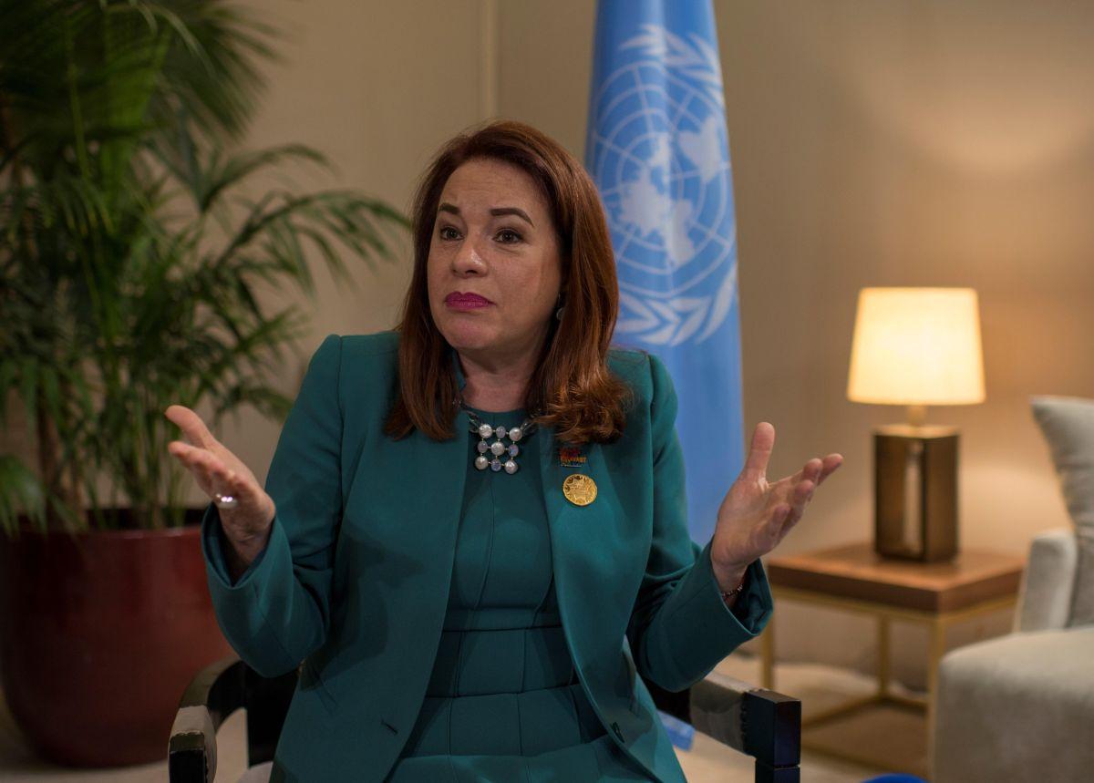 """EPA7698. MARRAKECH (MARRUECOS), 11/12/2018.- La presidenta de la Asamblea General de la ONU, la ecuatoriana María Fernanda Espinosa, ofrece una entrevista concedida a la Agencia EFE en Marrakech (Marruecos), hoy, 11 de diciembre de 2018, en la que afirmó que el mundo necesita de mucha pedagogía para que las sociedades pierdan el miedo a la migración y comprendan que la diversidad """"no hay que sufrirla, sino disfrutarla"""". EFE/ Jalal Morchidi"""