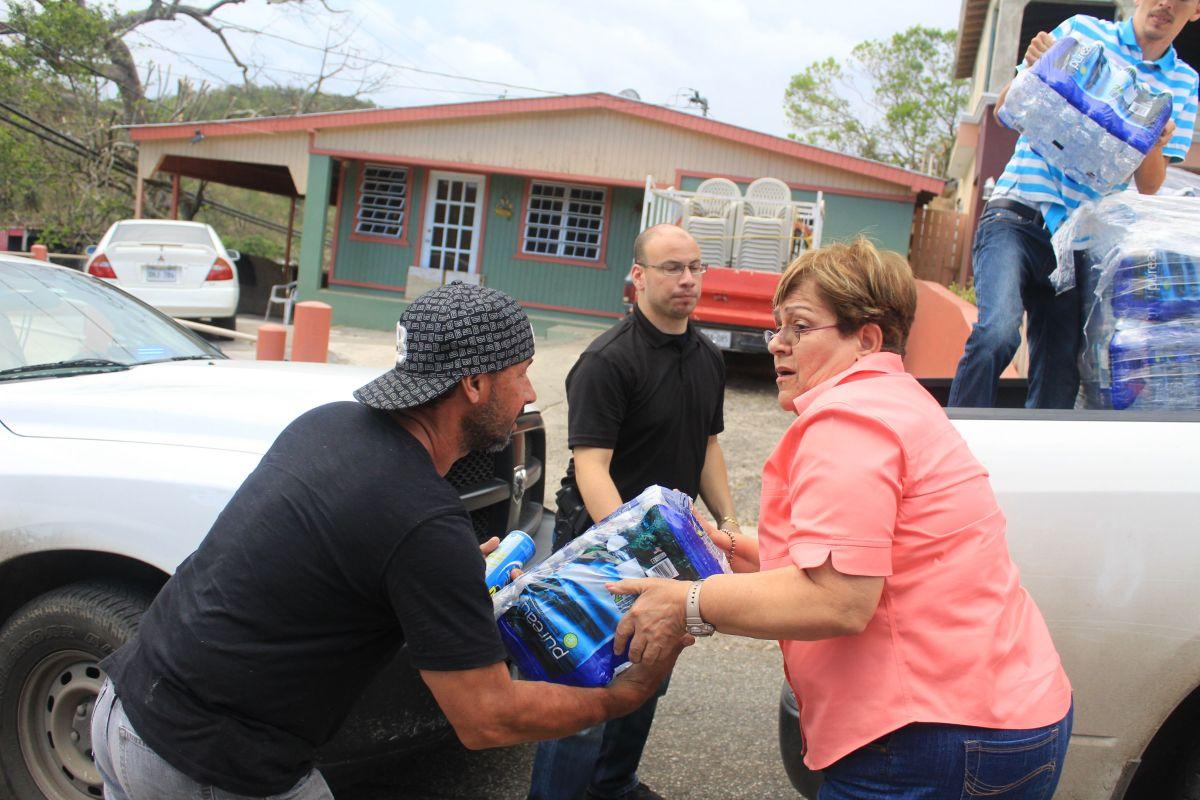 Residentes de Ponce, Puerto Rico, a pocos días del paso del huracán.