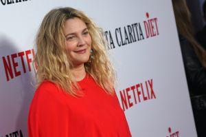 """""""Merecen estar en la cárcel"""": Exmarido de Drew Barrymore estalla contra ella por """"contactar"""" con videntes a su familia"""