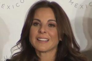 """Kate del Castillo regresa a México tras lío por """"El Chapo"""" y habla de la traición del actor Sean Penn"""