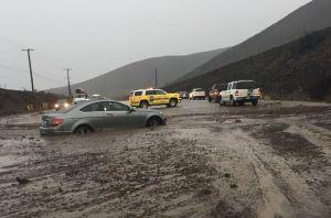 La tormenta en el sur de California causa muerte y cierra el Pacific Coast Highway con lodo