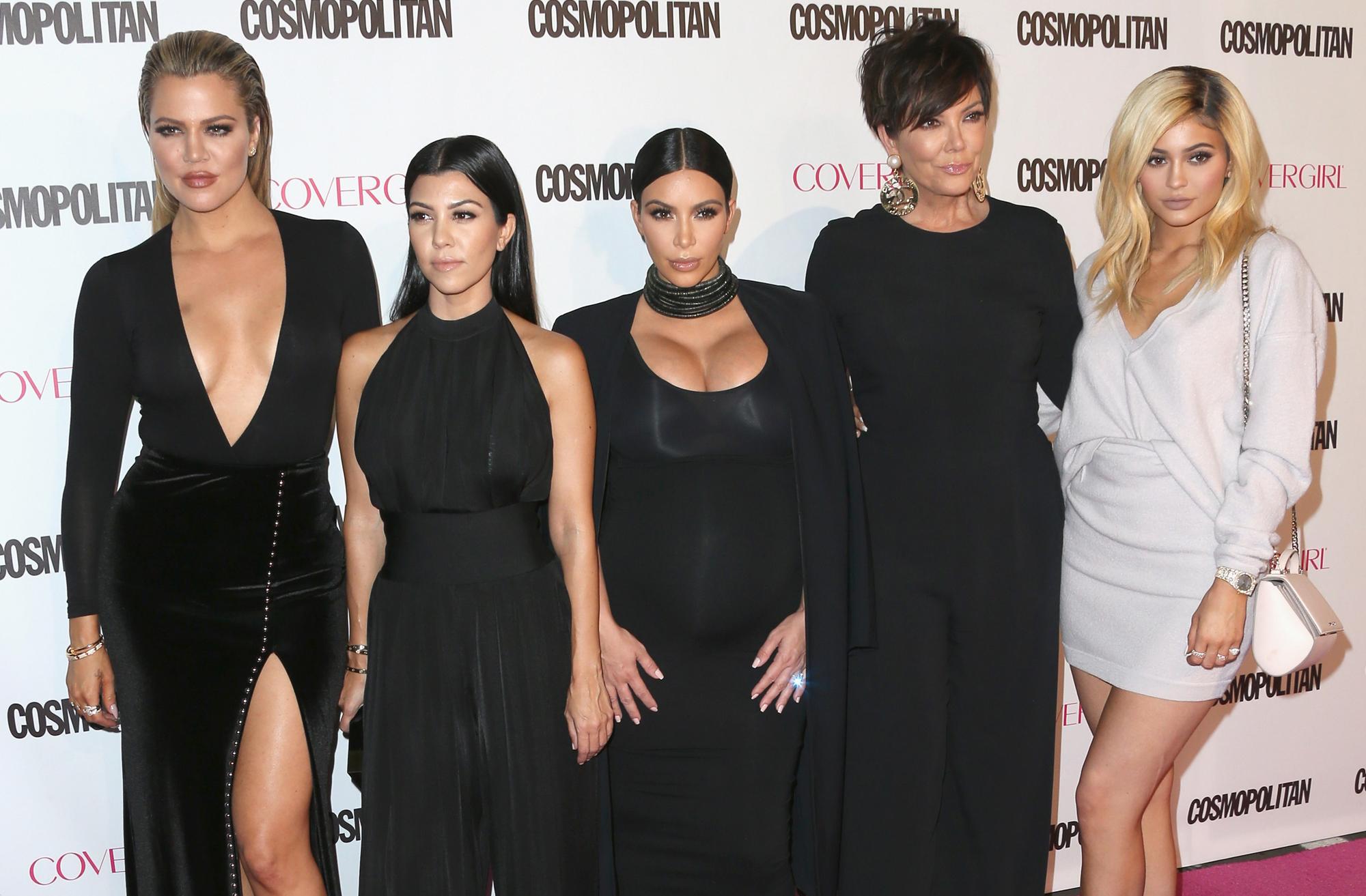 Tarjeta Navide U00f1a De Las Kardashian Causa Pol U00e9mica Por