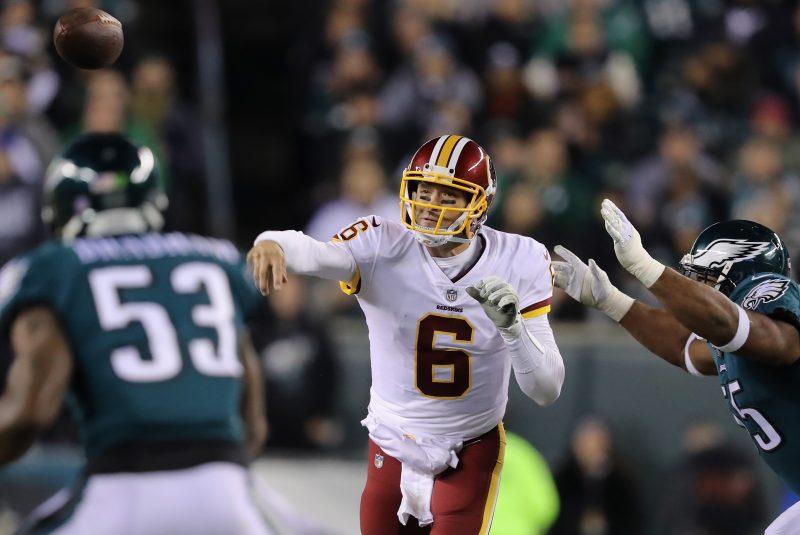 Quarterback de origen mexicano 'frena' un eventual regreso de Kaepernick a la NFL