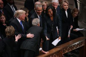El momento chistoso entre Michelle Obama y el expresidente Bush en funeral de su padre