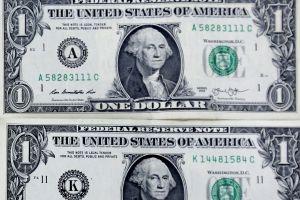 """Peso mexicano enfrenta un """"miércoles negro"""" ante el dólar en espera de AMLO"""
