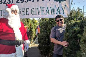 Tu reciclaje  por un árbol  de Navidad