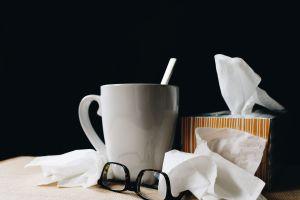 4 tips para no contagiarte de flu cuando tu pareja o tus hijos están enfermos