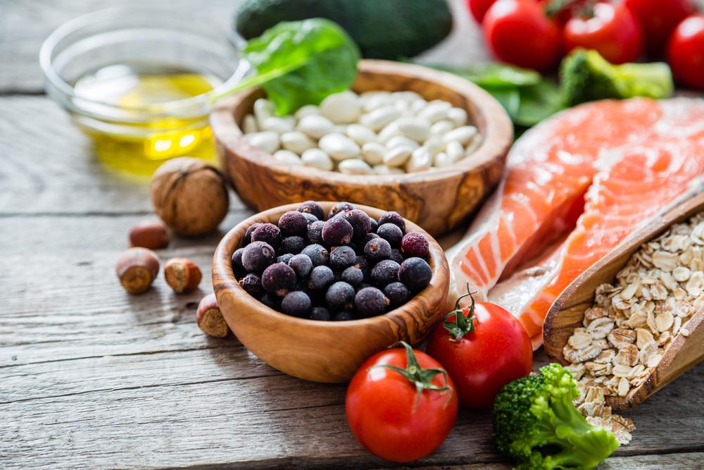 Conoce la lista de alimentos indispensables en toda alimentación saludable, te ayudarán a bajar de peso y tener muy buena energía.