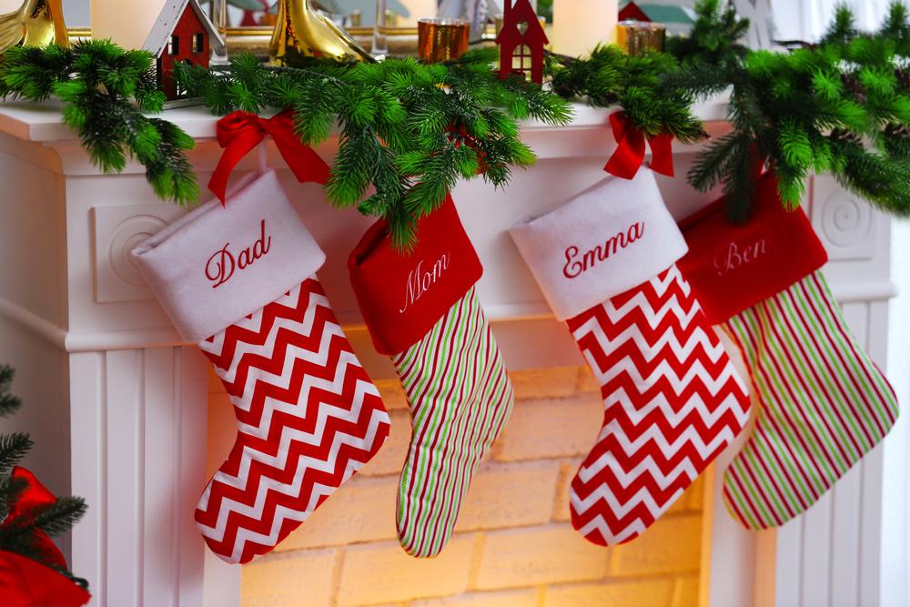 7 calcetines navideños perfectos para decorar tu chimenea