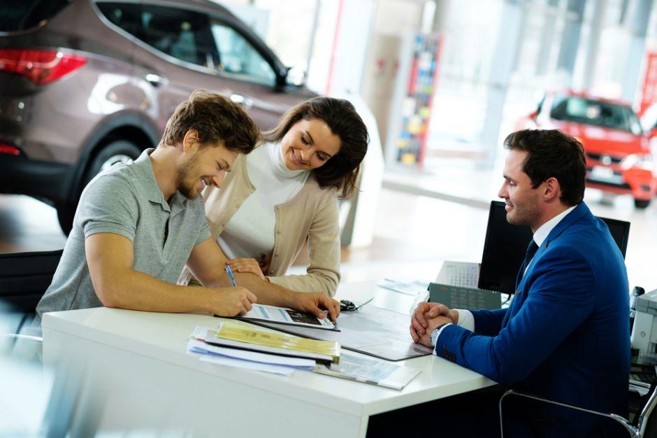 ¿Qué debo saber si voy a comprar un auto usado?