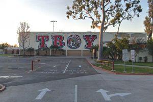 Investigan amenazas de bomba en escuelas de Fullerton y Glendale
