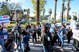 Sheriff de San Bernardino detalla relación de su Departamento con ICE
