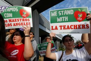 Maestros de Los Ángeles ponen fin a huelga y volverán a dar clases