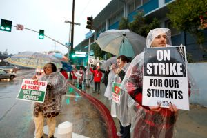 Sindicato de maestros de Los Ángeles y Distrito Escolar reanudan negociaciones