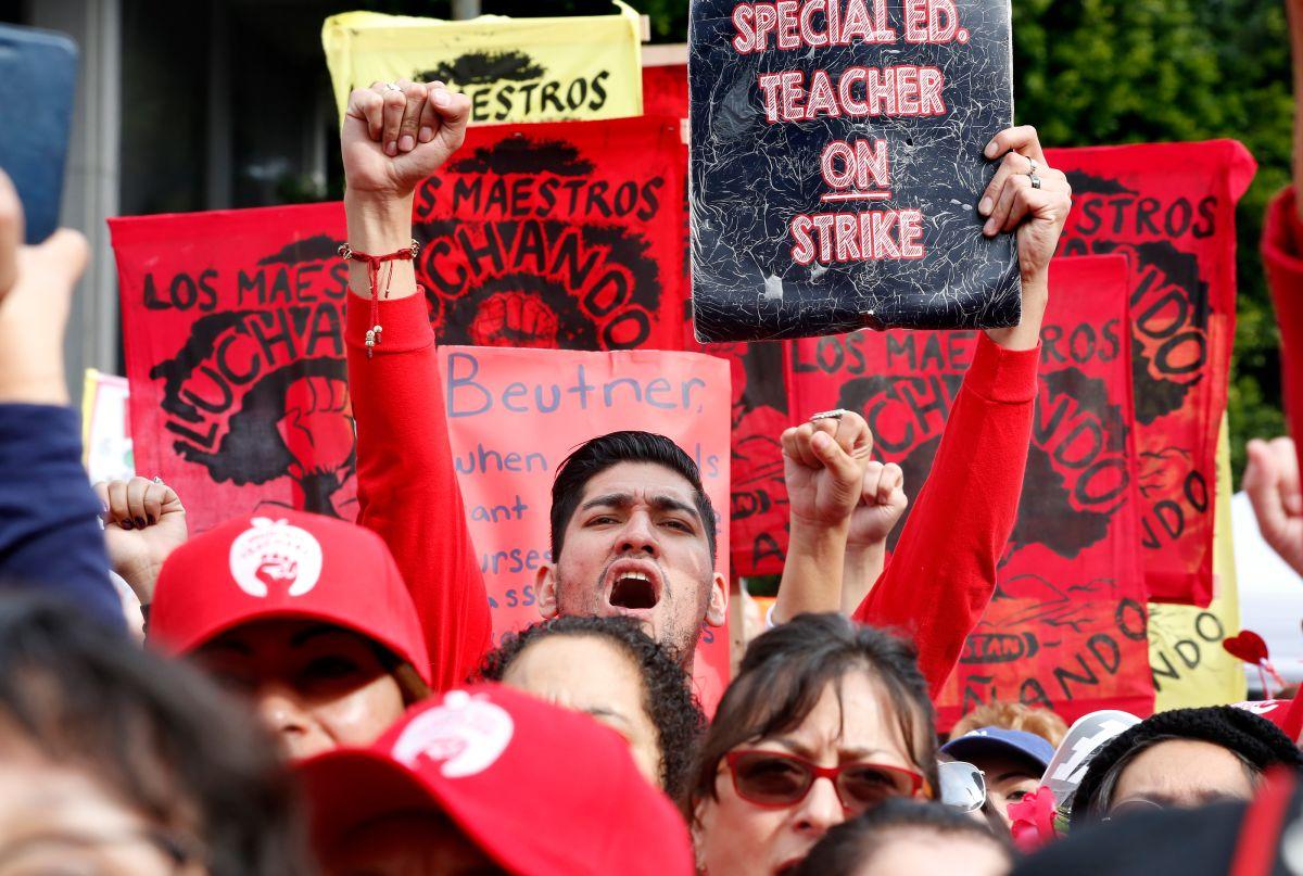 La huelga empieza a apretar el bolsillo de los maestros