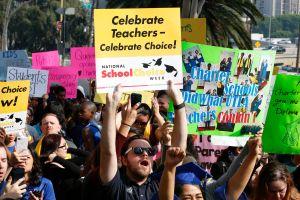 Junta de Educación de LAUSD aprueba moratoria de escuelas chárter