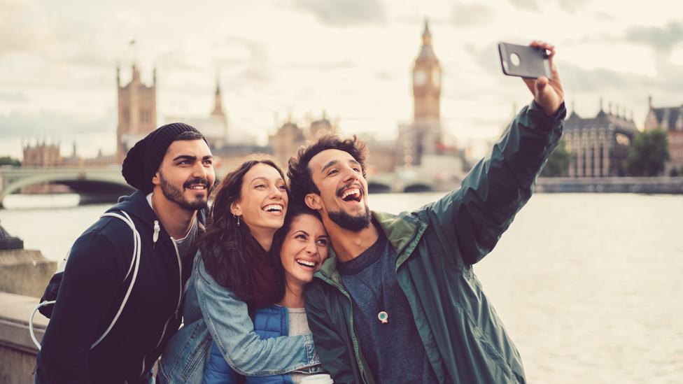"""Cómo nuestra obsesión por los """"selfies"""" está cambiando nuestra memoria"""