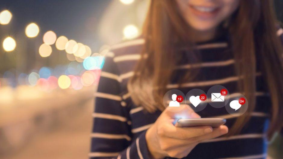 Qué es LOL, la plataforma de memes y videos de Facebook para jóvenes