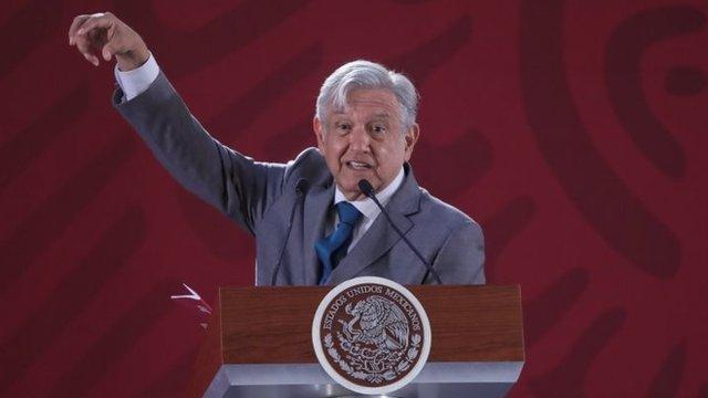 López Obrador critica a Fitch por bajar calificación a Pemex