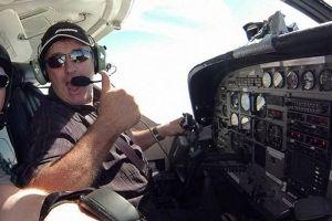¿Quién era el piloto que estaba junto a Emiliano Sala en el avión?