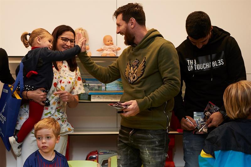 El gran gesto de Messi y Suárez, convivieron con niños enfermos previo al Día de Reyes