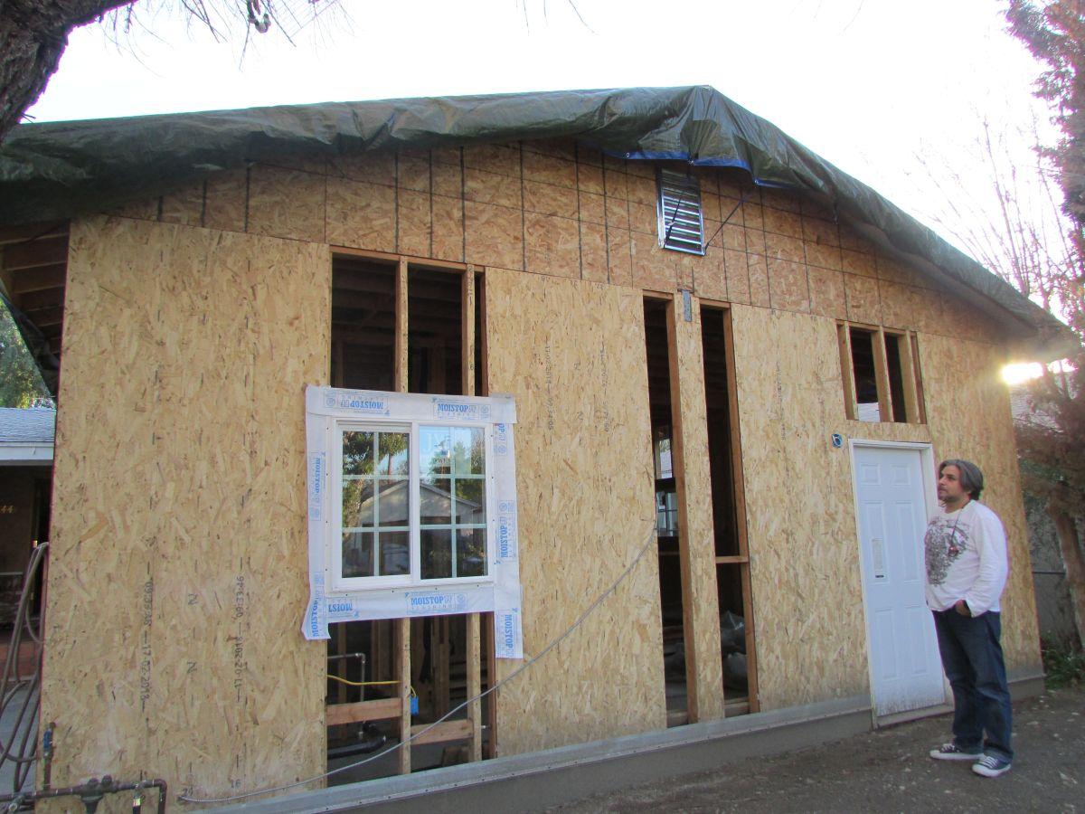 Querían convertir sus garajes en departamentos, pero resultan estafados por constructora