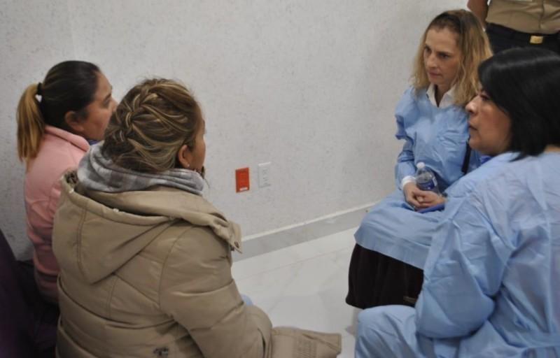 Beatriz Gutiérrez, esposa de AMLO visita a heridos por explosión en Tlahuelilpan