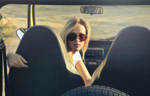 California prohíbe que las compañías de seguros cobren menos a las conductoras mujeres