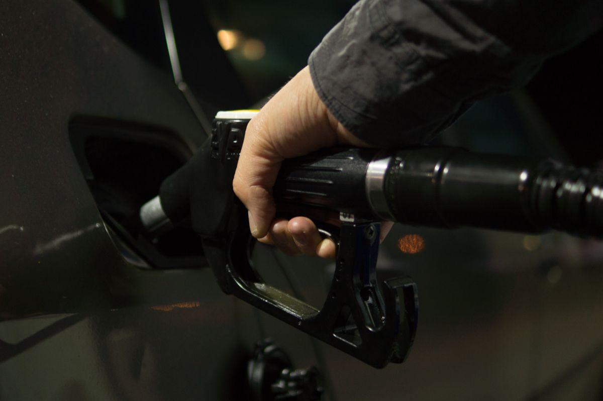 Los precios de la gasolina en el sur de California han bajado hasta un mínimo de $3.20.