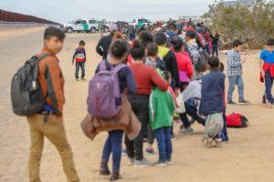 Gobierno de AMLO ofrece naturalizar a niños sin compañía