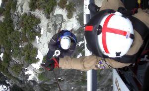 Video muestra el rescate de dos jóvenes al borde de un precipicio en Yosemite