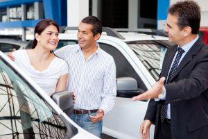 ¡Cuidado! Estos son los trucos que usan los vendedores de autos para engañarte
