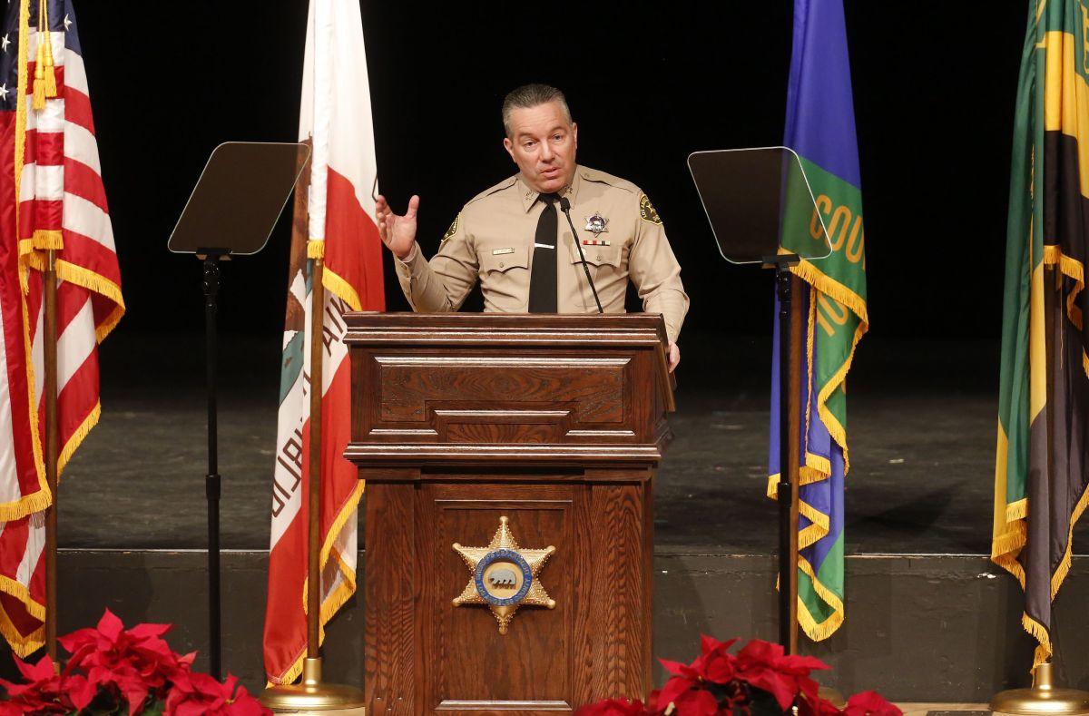 Los Angeles County Sheriff Alex Villanueva durante una rueda de prensa.