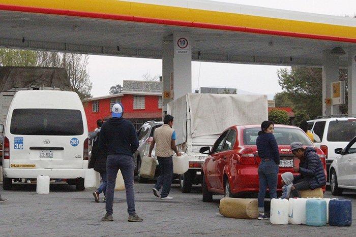 AMLO pide no caer en pánico, y administrar la gasolina, da avances contra el huachicoleo