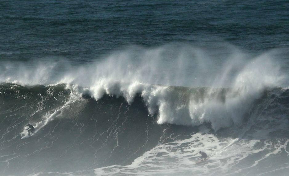 Surfista sobrevive al ataque de un tiburón en California